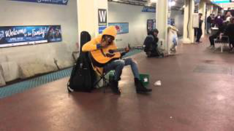 Subway performer stuns crowd with Fleetwood Mac's Landslide- Chicago, Il- Blue Line, Washington S