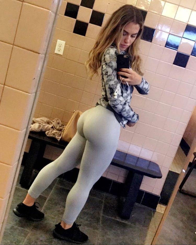 Girdle is sexy on milfpussyporn com