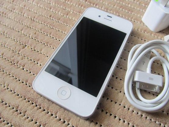 Продам iphone 4s состояние идеальное. Пользуюсь 5-тый месяц. Работает