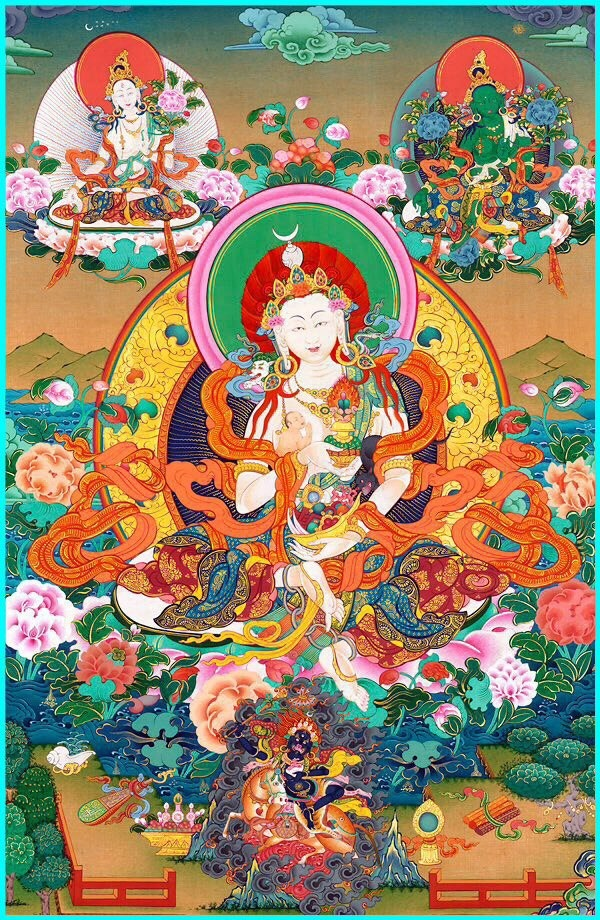 ТАРА Бурджи Лхамо, дающая детей, в одной руке держит младенца, а в другой камень чинтамани, исполняющий желания. Если из