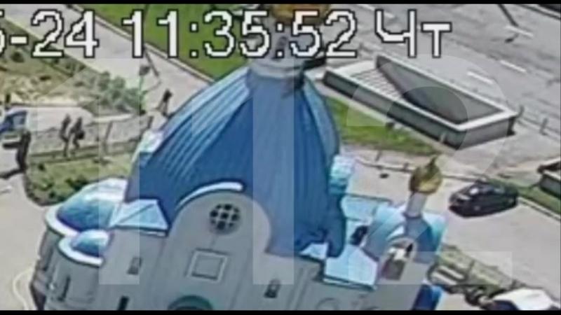 Храм Казанской иконы Божией Матери в Москве, м. Тёплый стан. Сегодня в 1135 реставратор сорвался с купола во время востановител