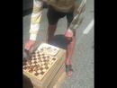 Два бомжа-шахматиста устроили пробку в центре Сочи