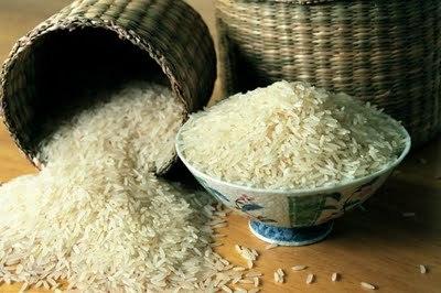 рисовая маска против морщин - 3 столовые ложки рисовой муки- 2,5 столовые ложки натурального козьего молока- столовая ложка медадля получения рисовой муки рис необходимо тщательно измельчить при помощи кофемолки. полученный порошок соединить с