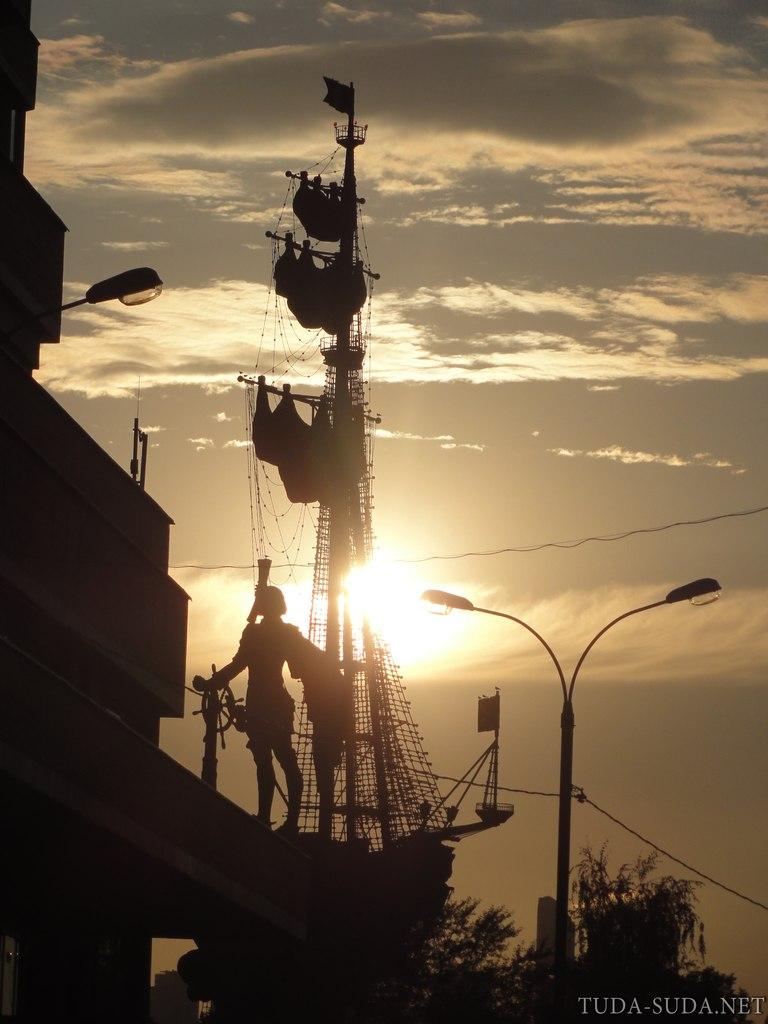 Памятник Петру 1 Москва фото