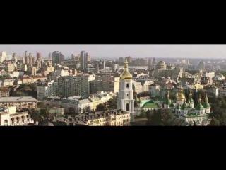 ЯрмаК ft. Tof - 22  Моя страна не упадет на колени. Города станут горой и поверь мне. Не помешает нам никто свободой напиться, Пока в каждом из нас живет душа украинца.