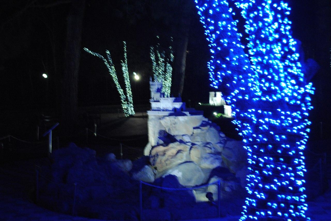 Парк миниатюр в Алуште в вечернее время