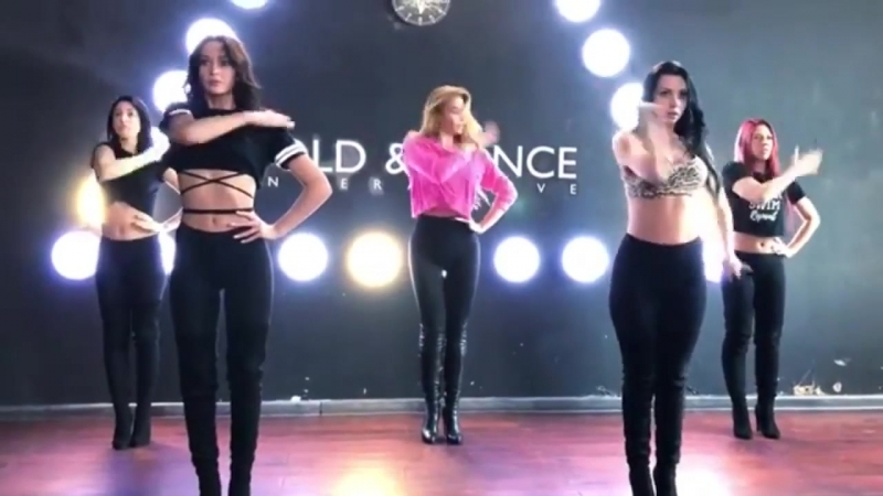 Певица Татьяна Котова примерила на себя роль сексуальной танцовщицы