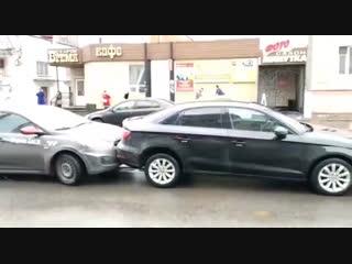 БТР в Курске протаранил 4 машины