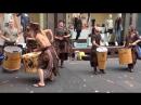 Уличные шотландские музыканты заставят вас качаться в их бит