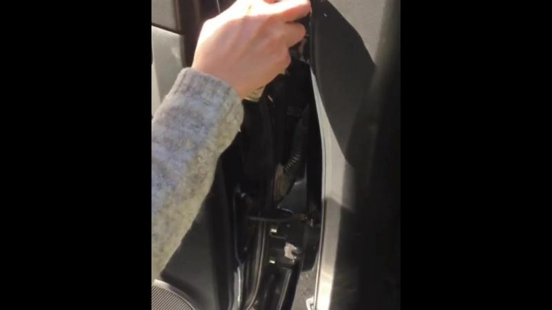 Как устранить скрип двери