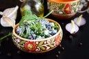 Весенний салат из красной фасоли с творожным сыром