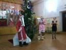 новый год молодой дед танцует с треп