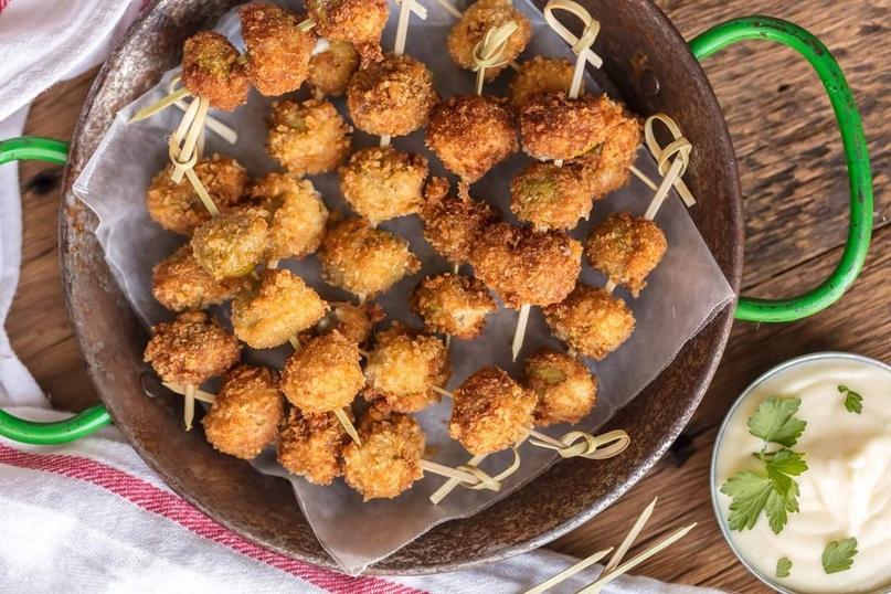Готовим дома. Жареные куриные шашлычки в панировке из сыра.