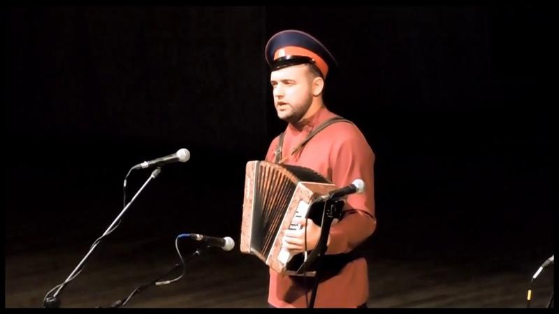 Лишь зарница занялась Слова Надежды Уваркиной, музыка Ивана Уваркина. Исполняет Иван Уваркин.