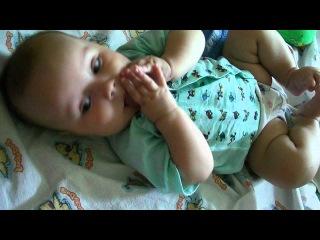 сын слушает сказку про богатыря. 4 месяца