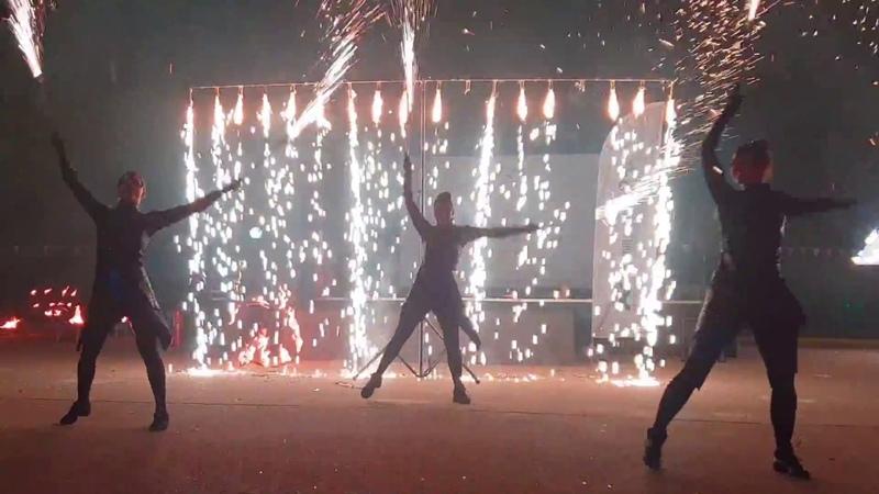 Огненно-пиротехническое шоу в парк-отеле Яхонты