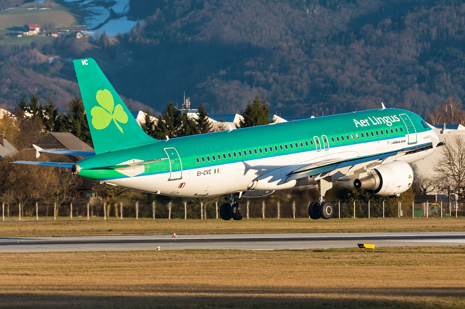 Взлет лайнера Airbus A320