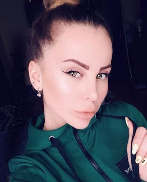 """Бывшая участница """"Дома 2"""", Ольга Ветер, изменила форму бровей."""