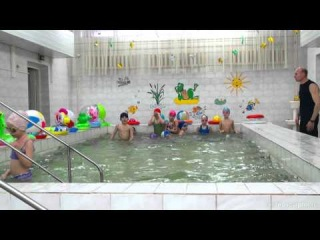 Детский сад, выпускная группа, 2012г. (занятия в бассейне) - by videosculptor.ru