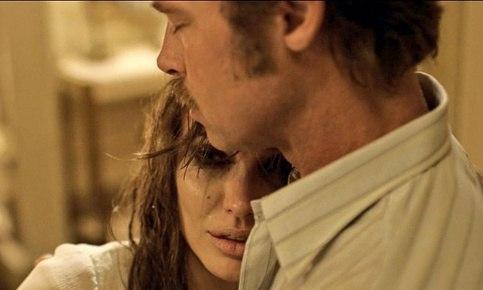 Энистон считает, что Джоли сняла фильм про ее развод с Питтом