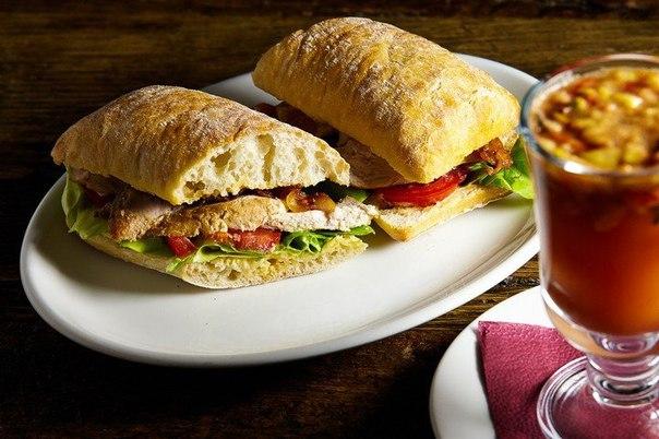 Теплый сэндвич с куриной грудкой