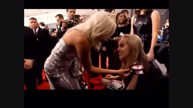 Леди Гага и члены фонда «Make-A-Wish America» на премии «Грэмми» (10.02.2019)