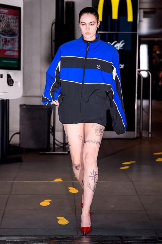 Wolford сделали для показа Vetements весны 2020 колготки с имитацией татуировок 👋🏻