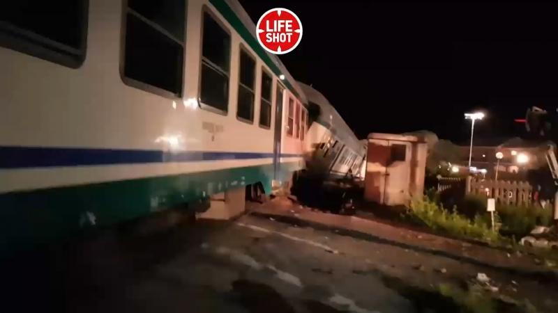 Поезд столкнулся с фурой возле города Калузо на севере Италии