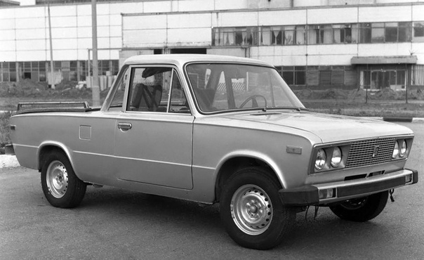 Серия фото экспeриментального туристического автомобиля ВАЗ-2106. Этот пикап (Coupe utility), оснащённый складной палаткой в кузове, был создан на Волжском автозаводе в 1976-м году на базе