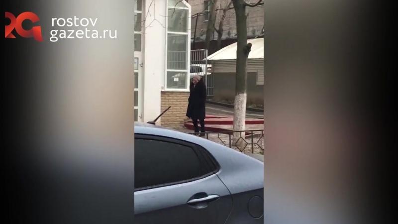 Походка пингвина и растяжка на льду_ женщины и гололед в Ростове