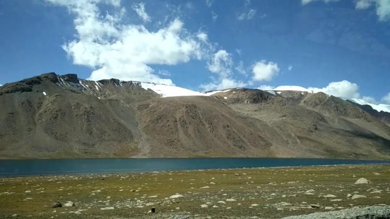 Высокогорное озеро на плато Арабель, Киргизия