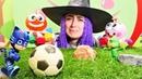 Pijamaskeliler Cadılar bayramında top oynarken gürültü yapıyorlar