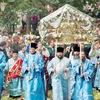 Псково-Печерский монастырь, группа паломников
