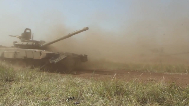 Tankmen_used_the_technique_of_Aleksandr_Suvorov_during_the_exercise_in_the_Urals