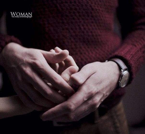 этих мужчина берет руку женщины в свои ладони примеру очень