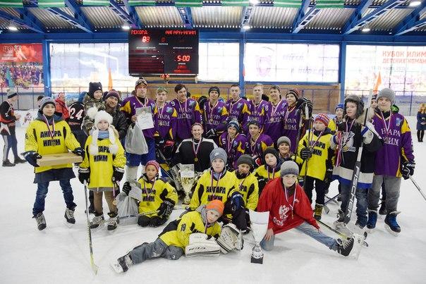 Самые младшие и самые старшие усть-илимские хоккеисты завоевали Кубки «Илима»