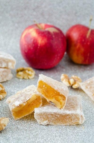 Яблочный лукум с грецкими орехами