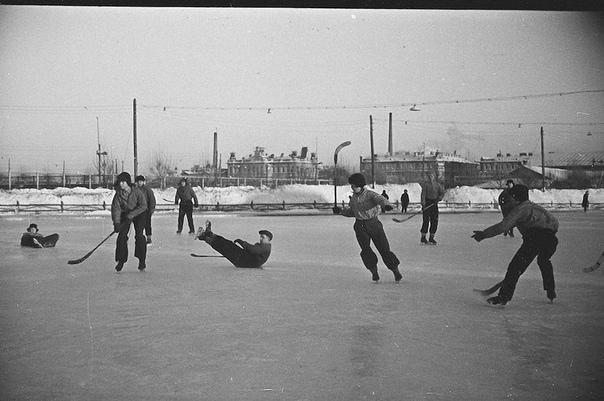 Кадры 30-х годов. Жители Ленинграда. Фотограф: Яков Хенкин