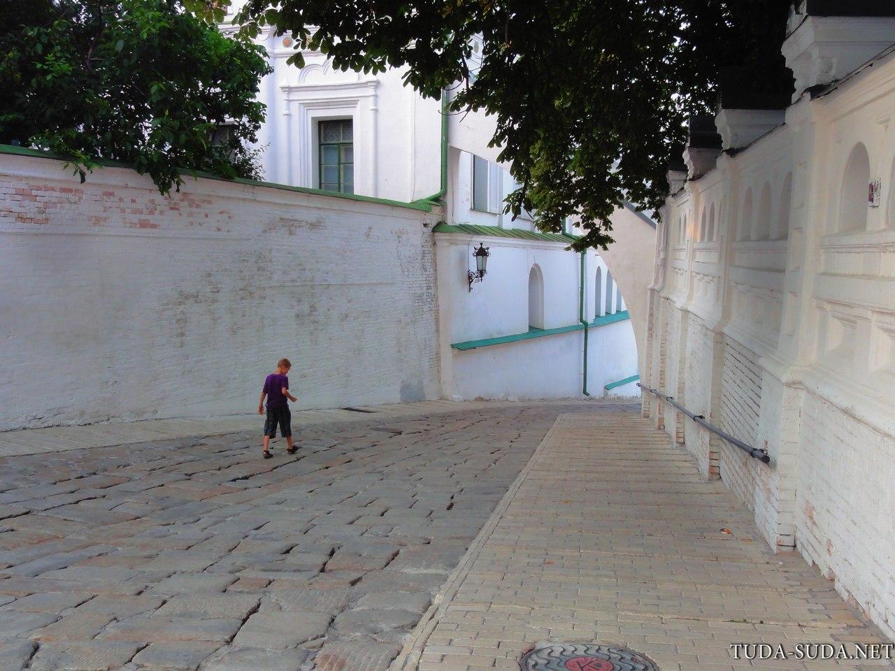Во дворах Киевской Лавры