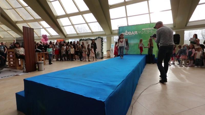 Выход самых маленьких наших Академиков Презентация Академии красоты и таланта на выставке Новая жизнь 11 11 17