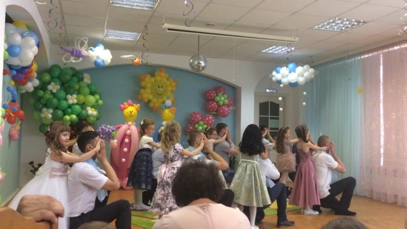 Выпускной танец пап с дочками
