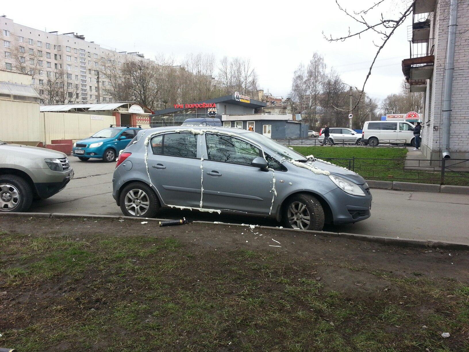 НаДобрушской улице вмашине Опель Corsa запенили все щели