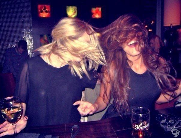 bibian-noray-dve-blondinki-zazhigayut-v-klube-studiya-porno-novoe