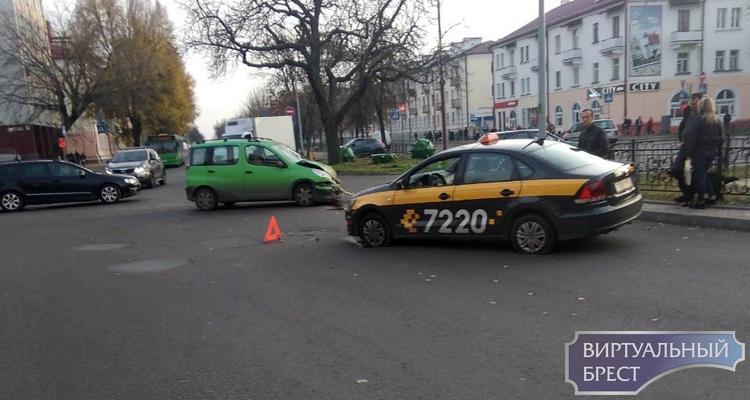ДТП на перекрёстке Гоголя-бульвар: проезд затруднён