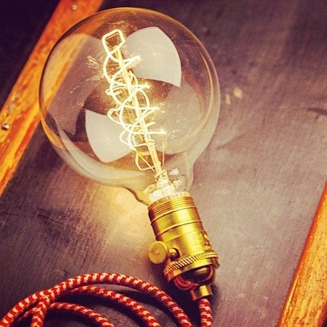 Винтажная лампочка -