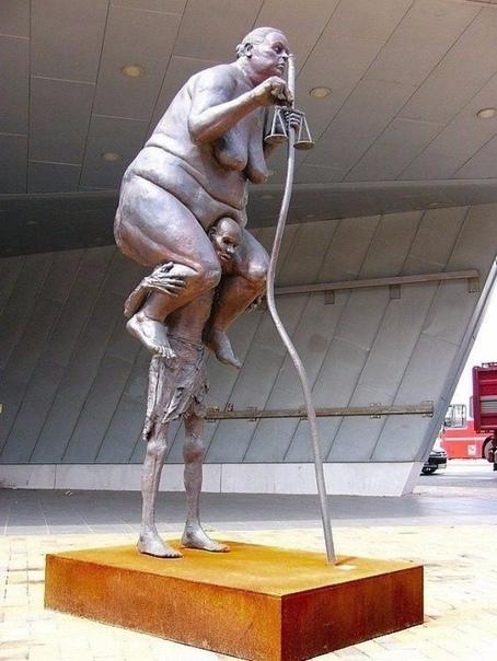 Правда о современном обществе в одной скульптуре  «Чиновничья Фемида», Дания
