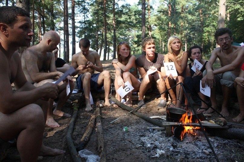 Молод жный групповой секс в лесу толстушки