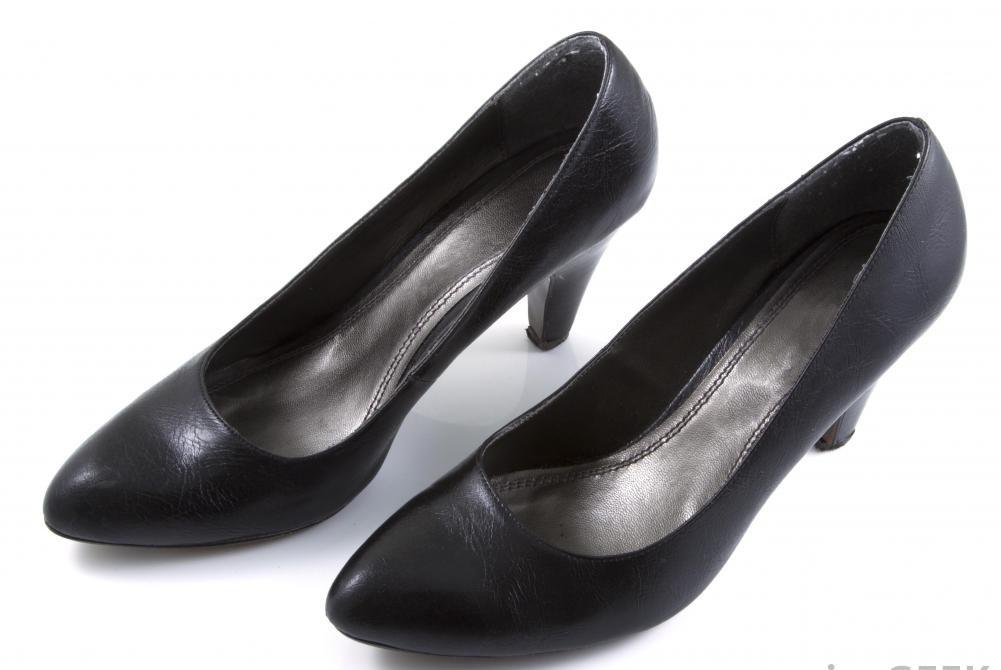 Прозрачные стельки часто предпочитают женщины, которые часто носят туфли на высоком каблуке.