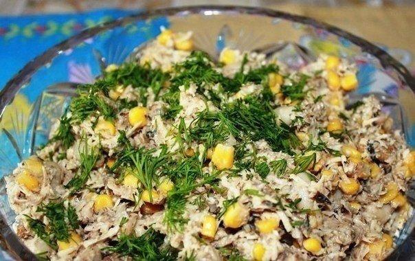 Салат из шпрот с сухариками Ингредиенты: Шпроты — 400