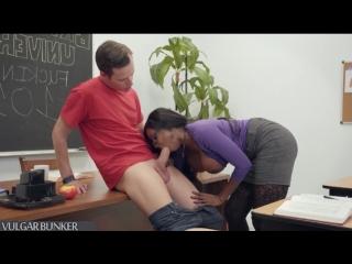 Diamond Jackson - секс с чернокожей грудастой училкой (black milf, amature, MILF, Incest, зрелые мамки, милф, инцест, Hardcore)